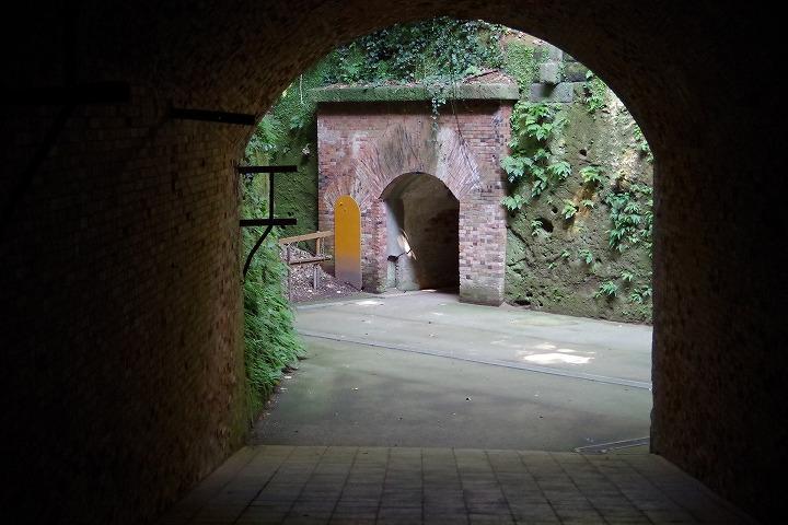 猿島 レンガのトンネル