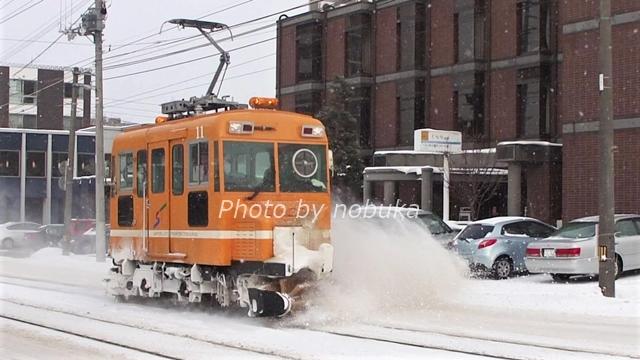 運行中の札幌市電ササラ電車