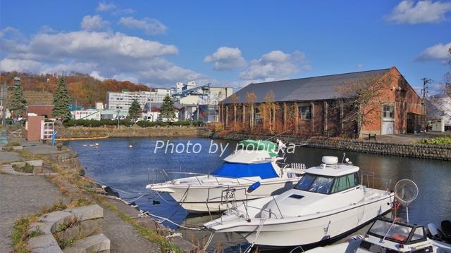 小樽運河の北端「北運河」周辺はかつて港湾労働者が行き交った昔の運河の姿に近いと言われています